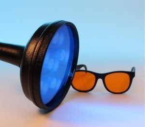 Image of a UV lamp and accessory glasses